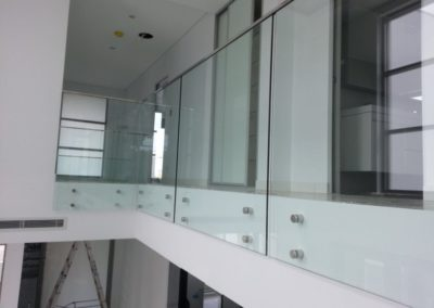 frameless-glass-fencing-1